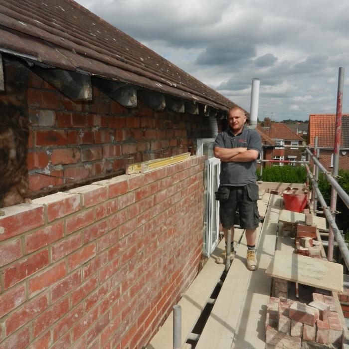 Alan Rutter Dryfix Bricklayer is currently rebuilding the external leaf of a cavity wall which had become unstable due to severe cavity wall tie corrosion and lateral movement of the side wall due to lack of restraint. Alan is rebuilding the wall in the existing bricks which have been taken down and cleaned, in addition to installing new cavity wall ties, reinstating cavity wall insulation, re-fixing the windows and installing new lintels above the window openings.