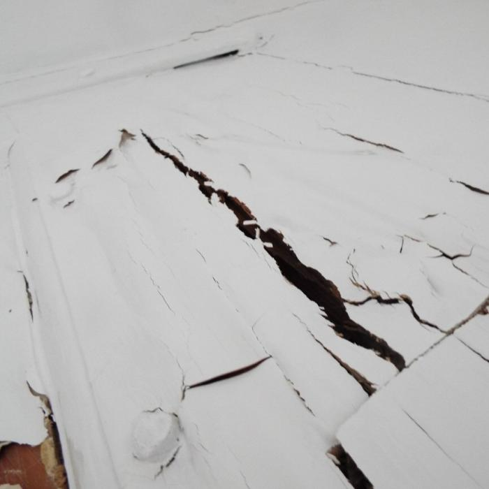 Extensive dry rot decay with deep cubodial cracking within this main principle roof truss.