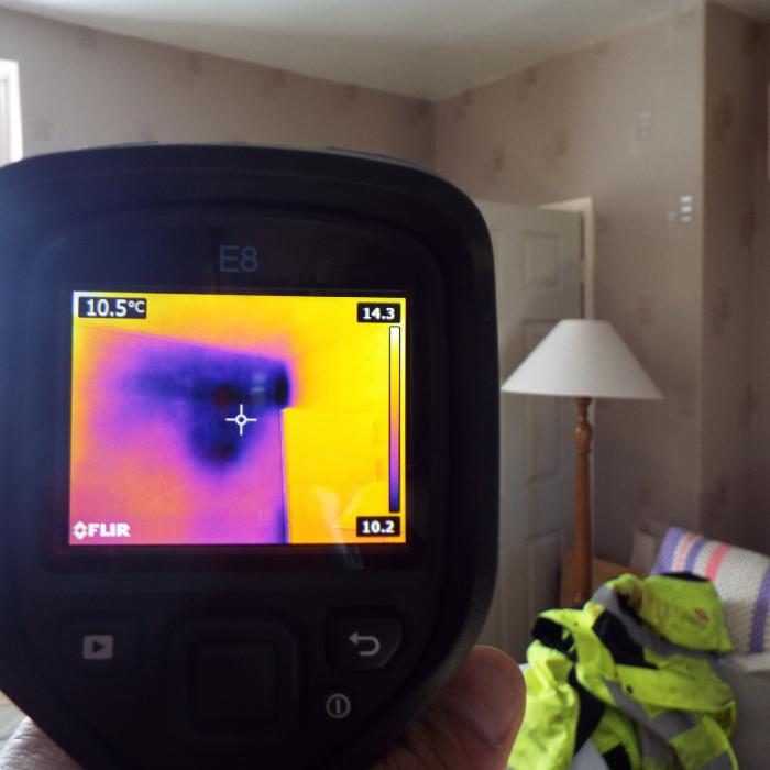 This thermal image of a property in York shows a clear thermal anomaly within the wall. This irregularity prompted our surveyors to look within the cavity using a optical borroscope which revealed the retro-fit cavity wall insulation had been either missed or had settled within this region.