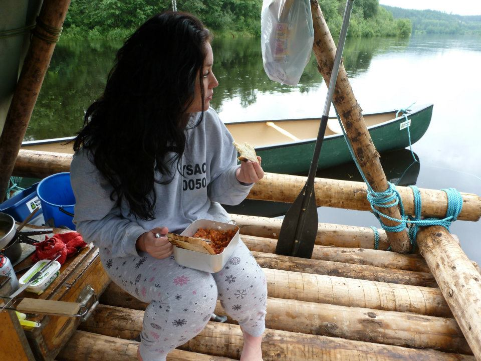 Cooking and eating breakfast on the raft